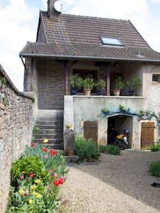 Gîte familial dans le clunisois - Saint-Gengoux-le-National