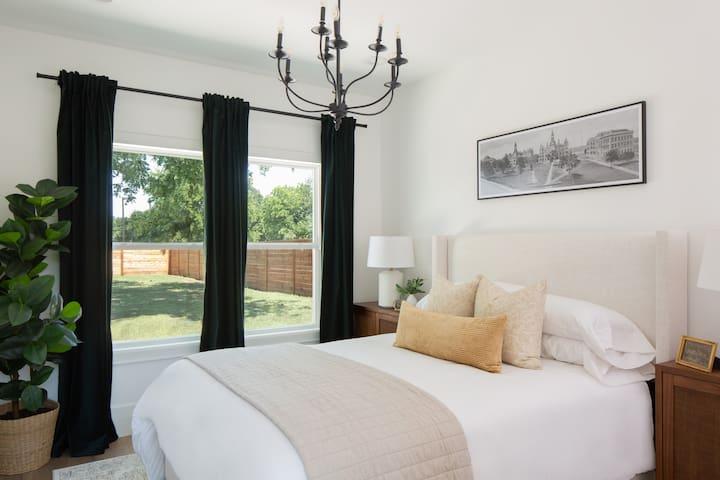 Baylor Room - 1 Queen Bed