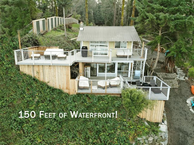 Waterfront: 150' beach-kayaks, rowboat, canoe