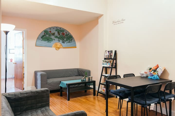 Private Cozy Room Right by Subway to Manhattan *1*