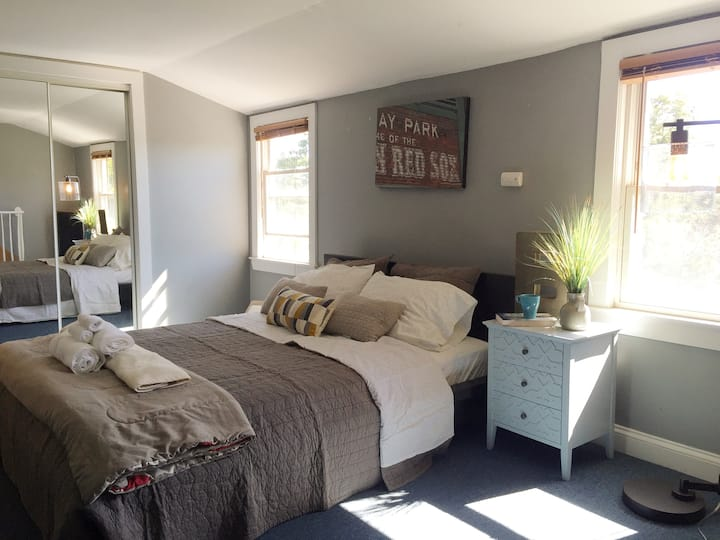 Top Of The Hill - 2BR Near Boston