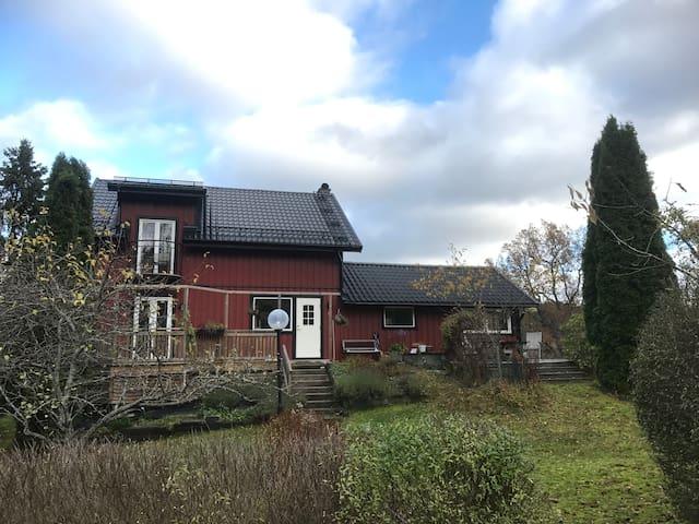 Bästa huset bästa läget! Nära sthlm city o natur.