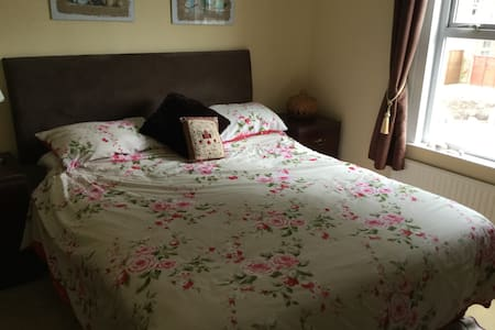Comfortable welcoming family home - Wokingham - Huis