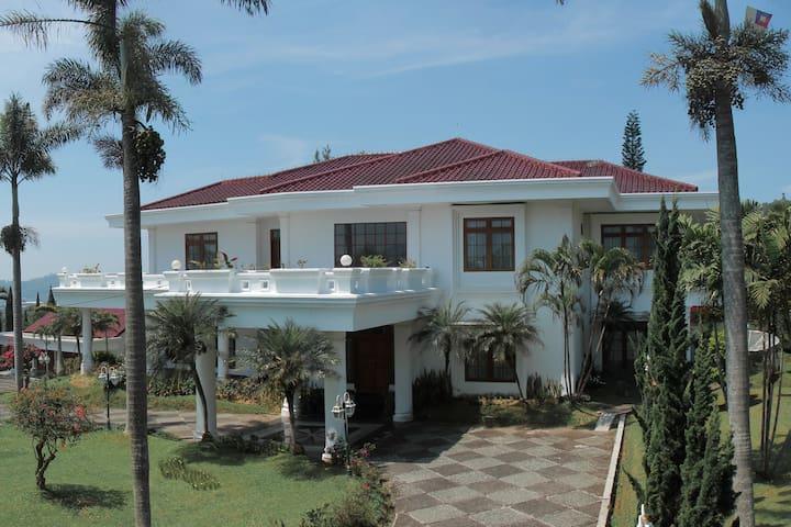 5BR Villa Putih Cipanas