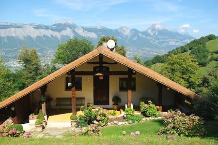 Gîte de charme proche de Grenoble - Murianette - Hytte (i sveitsisk stil)