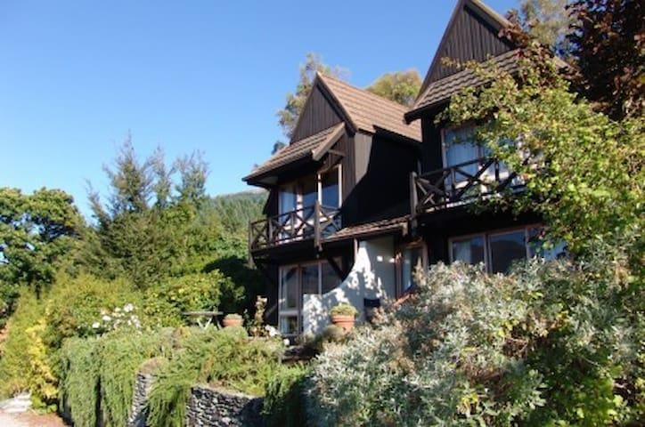 Walk to town 39A Alpine Chalet - Queenstown - Villa