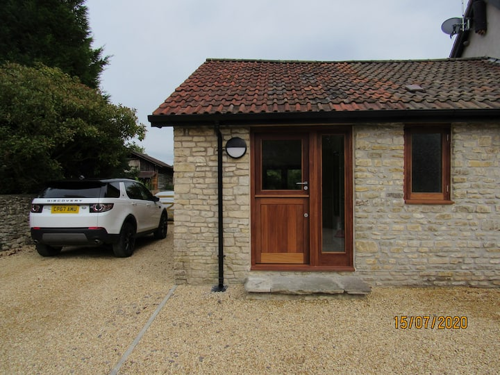 Cotswold stone barn annexe in tranquil village