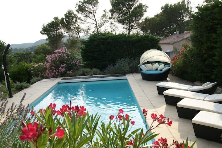 Elegante villa avec piscine vue billard et jacuzzi - Connaux - Vila