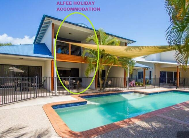 Alfee Holiday Accommodation  (Poolside)