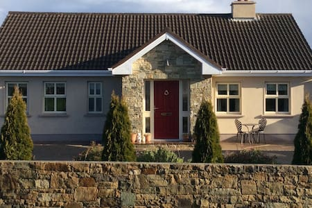 Furrymelia Cottage, Barna, Galway - Galway - Bed & Breakfast