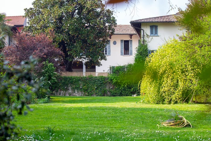 Luxury Villa Berla, Frescoed House - Varese Lake