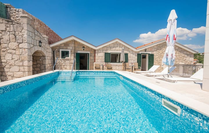 Traditional stone house w/pool, cozy tavern, view