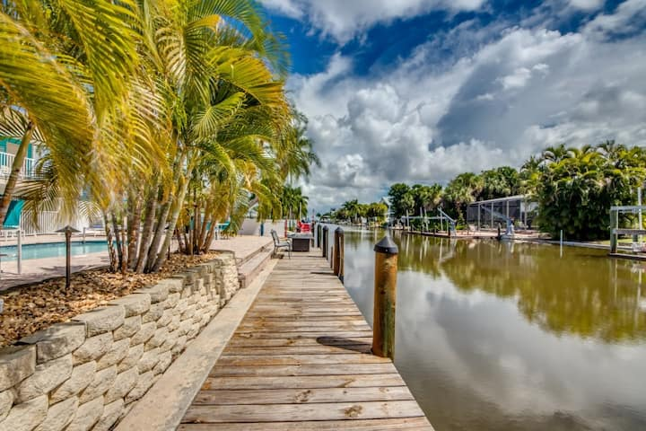 Walk to the Beach, Boat Acces with Community Pool: Bahia Via #1 Downstairs