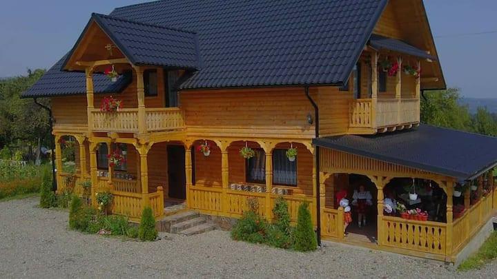 Casa Maramureseana Larisa