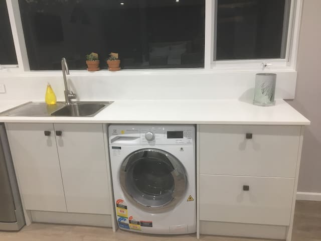 Kitchen with Washing Machine/Dryer