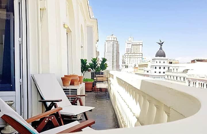 Espectaculares vistas en Gran Via con terraza.