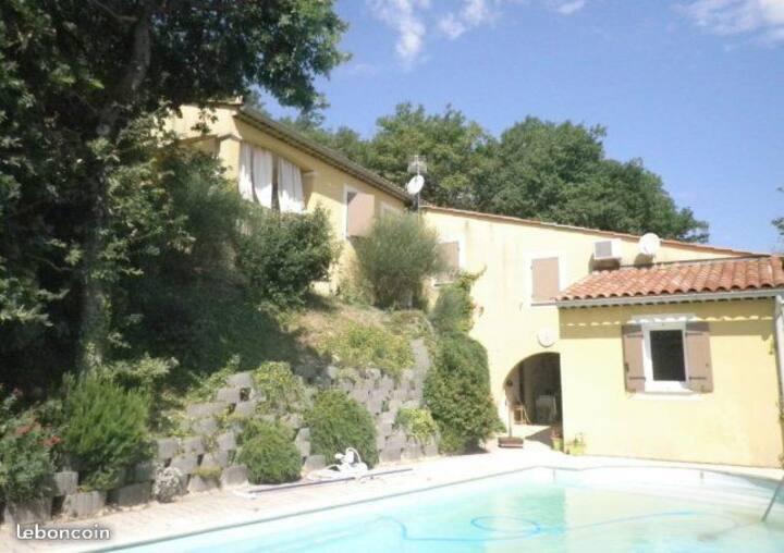 Belle villa avec piscine en Drôme Provençale
