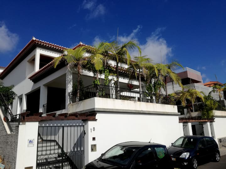 Beautiful house in Funchal with fantastic sea view