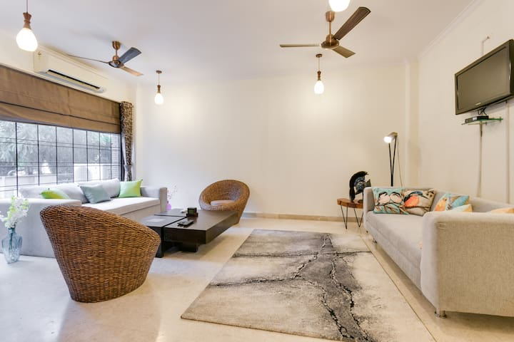 Aravali Woods Vacation Villa, 5 min from CyberCity