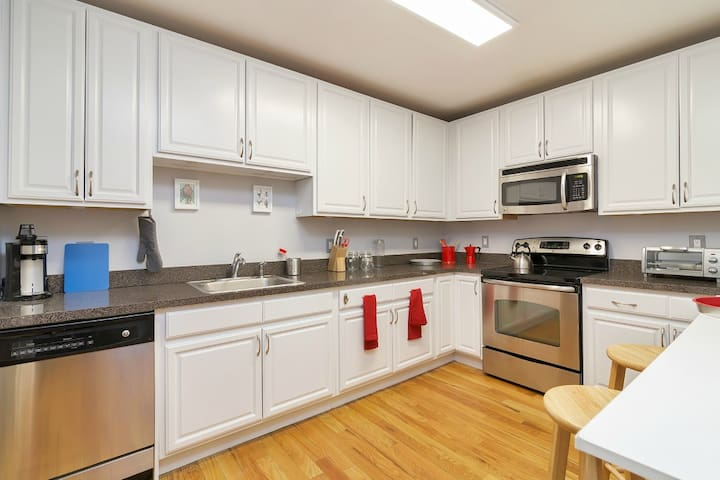 *Comfy Home* Just 30 Mins to NYC! - Cliffside Park - Apartment