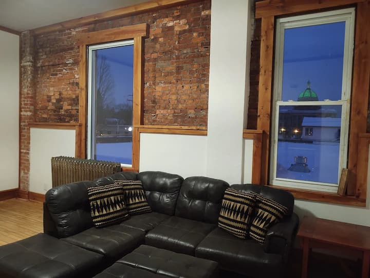 Downtown Rhinelander fully-furnished 2BR apartment