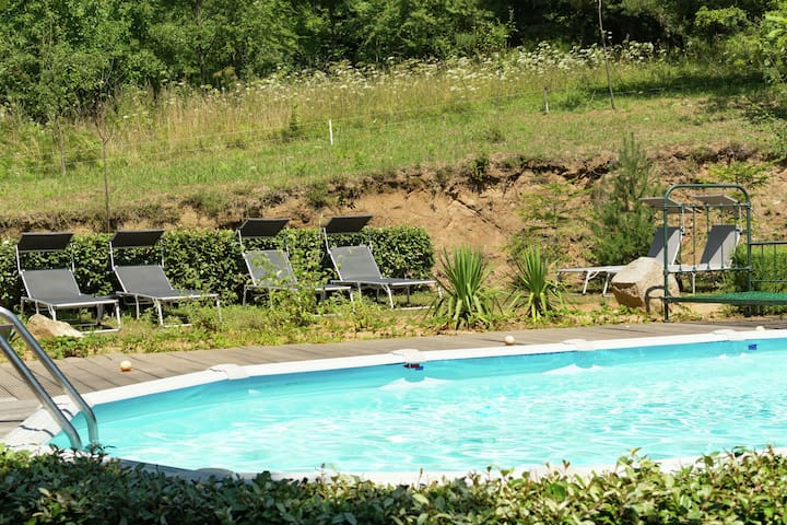 Luxuriöse Villa in St-Laurent-de-Cerdans mit Garten