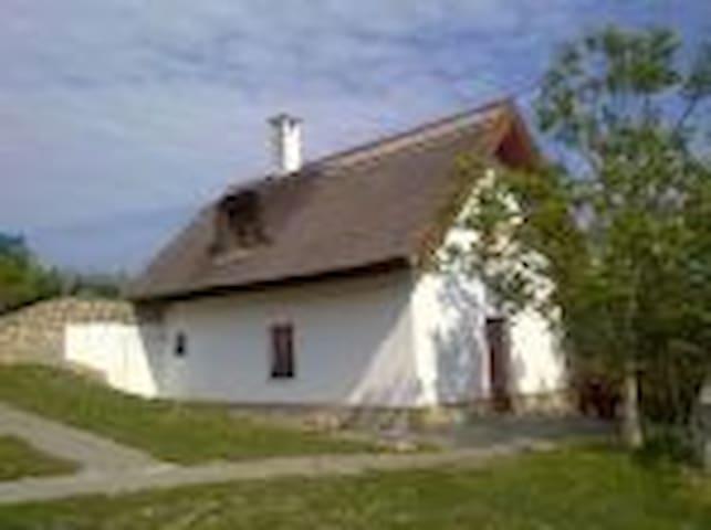 Johanna apartman - Balatonudvari - House