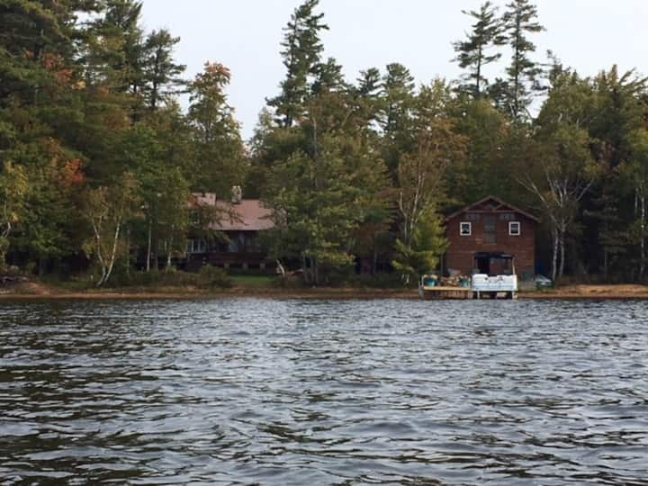 A  Spacious 3 Bedroom Lakefront Log Home