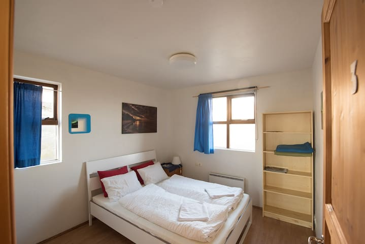 Double room at a farm guest house - Höfn - Bed & Breakfast