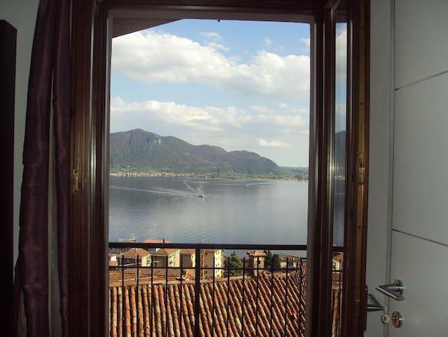 Casa con vista spettacolare sul Lago d'Iseo