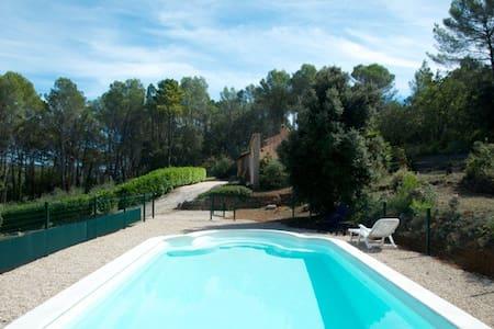 Studio met zwembad ,toilet,douche - Salernes - Jiné