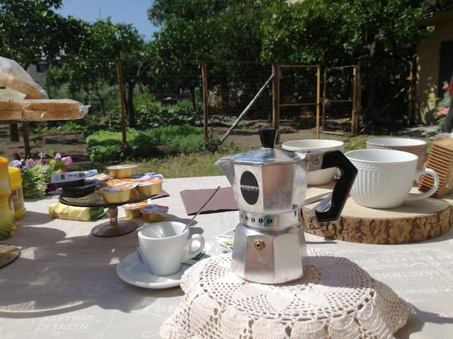 La nostra pausa caffè in giardino!