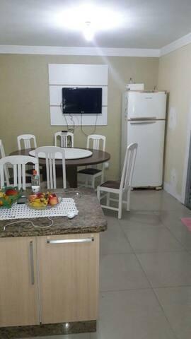 Quarto para locação no Campeche apenas para moças.