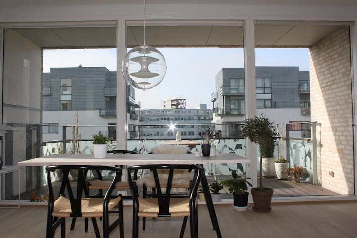 Cool, cozy and bright Copenhagen home w. balcony! - København - Apartment
