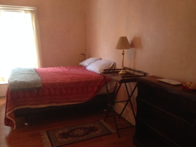Dawn Room in Spacious Farmhouse