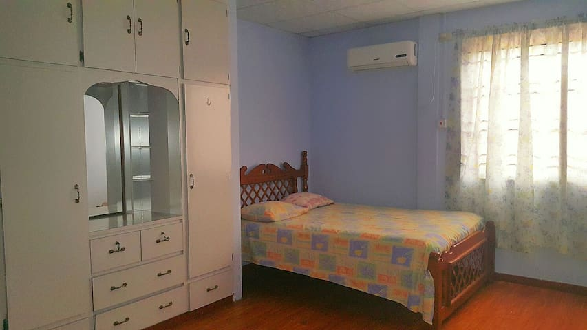 Cosy Room near Airport and Mall - Trincity - Appartement