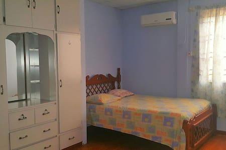 Cosy Room near Airport and Mall - Trincity - Apartament