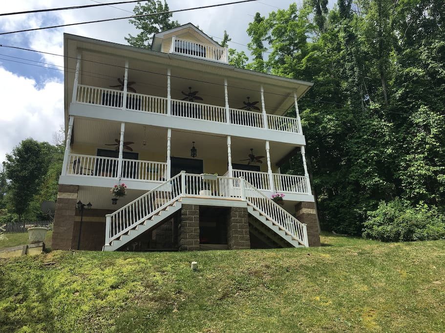 Beautiful Home Facing Cheat Lake 4 Bedrooms Apartments For Rent In Morgantown West Virginia