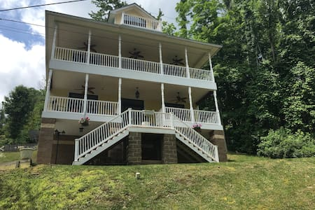Beautiful Home facing Cheat Lake 4 bedrooms - Morgantown