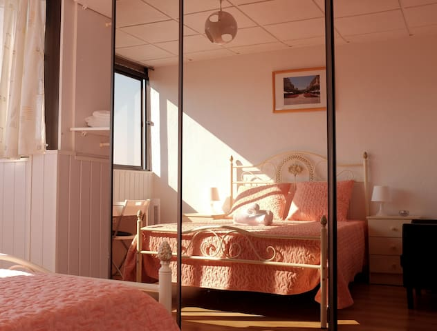 Just4u - Cosy Double Room with Air Conditioning