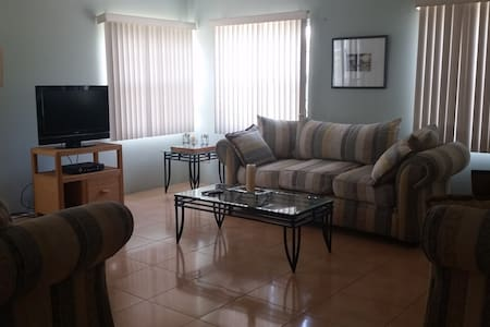 Lovely Spacious Apartment in Safe Neighborhood - La Ceiba - Wohnung