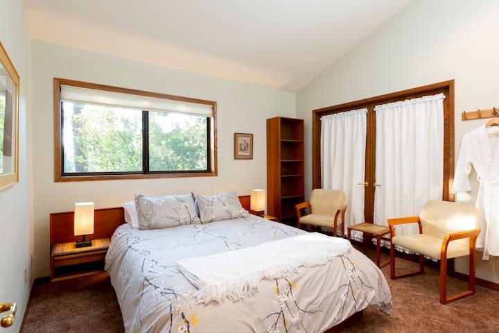 Queen Bed in Bird Nest Room