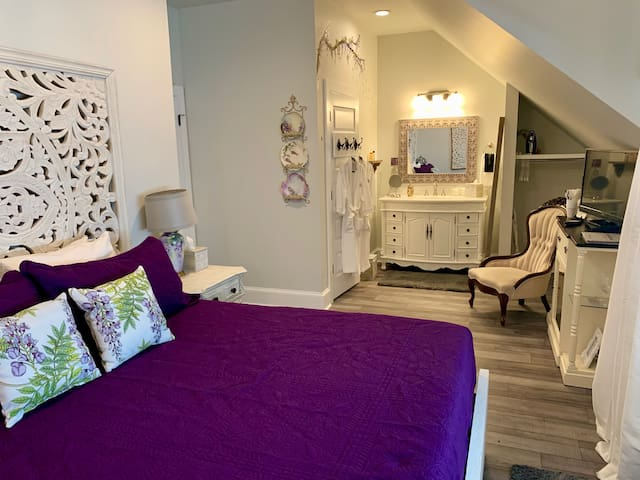 Bama Bed and Breakfast - Wisteria Suite!