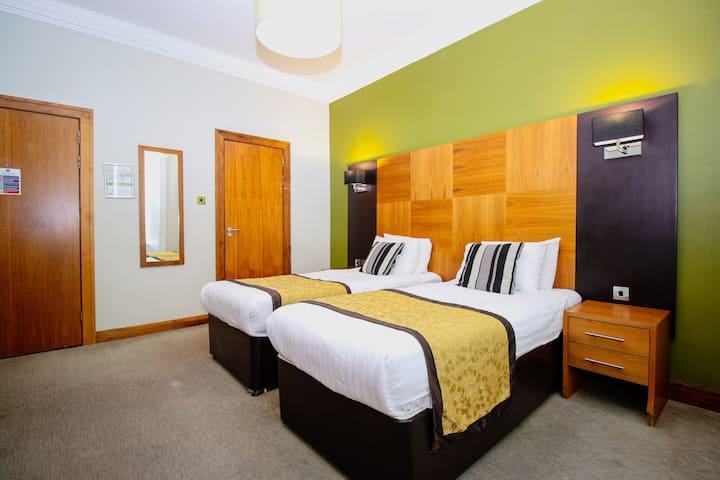 Stylish Twin Hotel Rooms near SSE Hydro