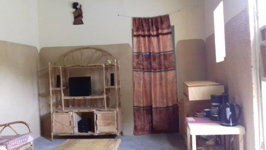 """Maison """"Yiriba"""", 2 chambres/salon, Bobo Dioulasso"""
