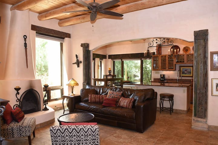 Luxury Taos Villa 3 Bed/3 Bath #9, Walk to Plaza