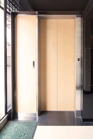 有電梯,不用擔心扛行李唷
