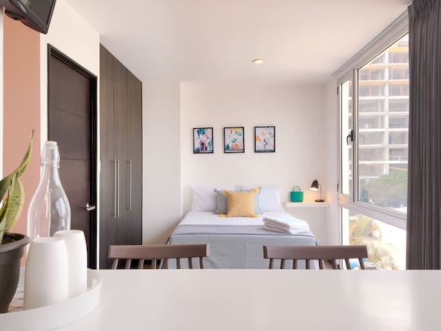 Stylish Studio Apartment in the Heart of the City