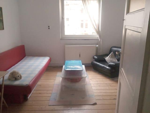 2 helle Zimmer in der Neustadt