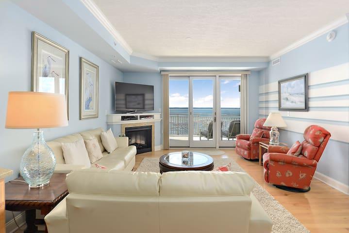 Rivendell 710 - Elegant & Completely Renovated Bayfront!